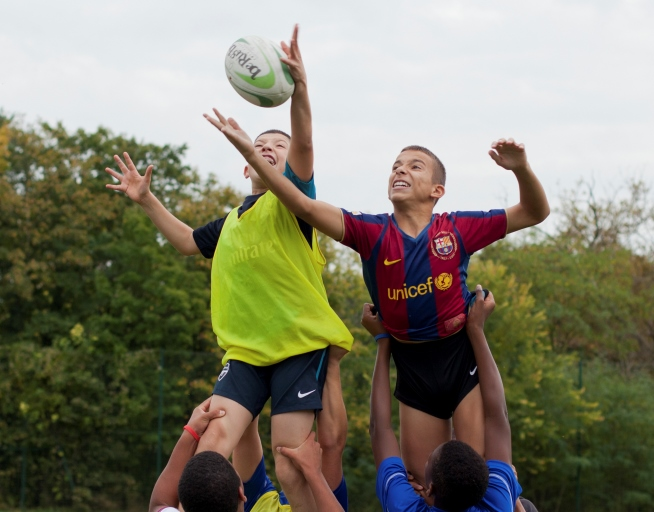 Saint Jean             collège   cours d'EPS       rugby